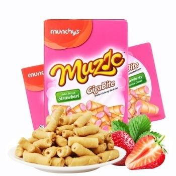 马来西亚进口 Munchy's 马奇新新  迷你草莓味夹心巧心卷饼干 80g
