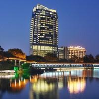 国庆溜娃:江苏无锡酒店1晚(希尔顿逸林/君来湖滨)+自助晚餐