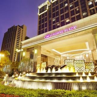 溜娃计 : 广州增城保利皇冠假日酒店1晚+2大1小自助早晚餐+汗蒸