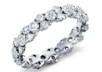 Blue Nile 铂金花环钻石永恒戒指(2.5克拉总重量)