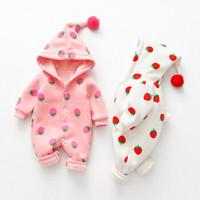 女寶寶秋裝可新生幼兒外出爬服草莓水果白色粉色