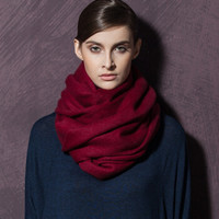初荷 TRUE HER 羊绒围巾女士秋冬披肩两用保暖超大加厚素色围脖礼盒装铂金绒系列 酒红色