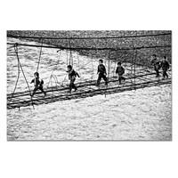 艺术品:《孩子们小心翼翼地走过极其简陋的悬索桥去上学》解海龙|银盐相纸 输出工艺:C-print|60 x 40 cm