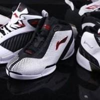 球鞋时间:12双鞋对比十年前和现在的李宁