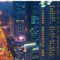 上海扬子江万丽大酒店 豪华大床房1晚(含早餐)赠888元餐饮抵用券