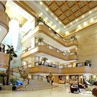 限量升级豪华房!青岛颐中皇冠假日酒店 高级房1晚 含早餐+意大利2大1小套餐/自助餐