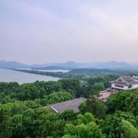 免费升级湖畔花园房!杭州香格里拉饭店 山景房1晚(含早餐+午餐/晚餐)