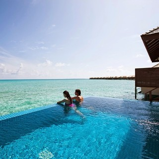 超长有效!早晚餐全含!马尔代夫神仙珊瑚岛2晚沙滩泳池别墅+2晚豪华水上泳池套房