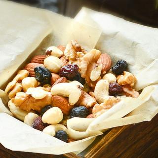 沃隆每日坚果25g*7袋混合坚果仁礼盒零食成人款干果仁小包装组合(每日坚果儿童款25gB*7包)