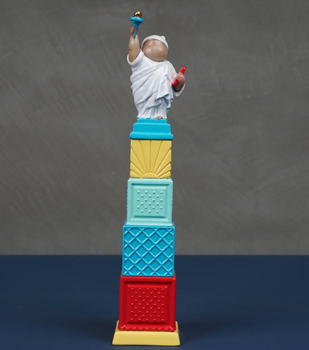 稀奇 瞿广慈《自由男神》天际线奖杯版 雕塑 25.5*5.5*5.5cm 德化白瓷