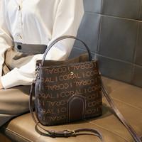 CORALDAISY 卡洛黛茜 大容量水桶包斜挎包时尚印花单肩包女士包包手提包