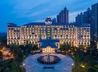 宿湖光山色歐式城堡,20000㎡室內玩樂航母嗨玩!南京恒大酒店1晚套餐