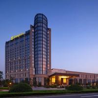 亲子优选:常州香格里拉大酒店1晚+恐龙人俱乐部真人CS+双早