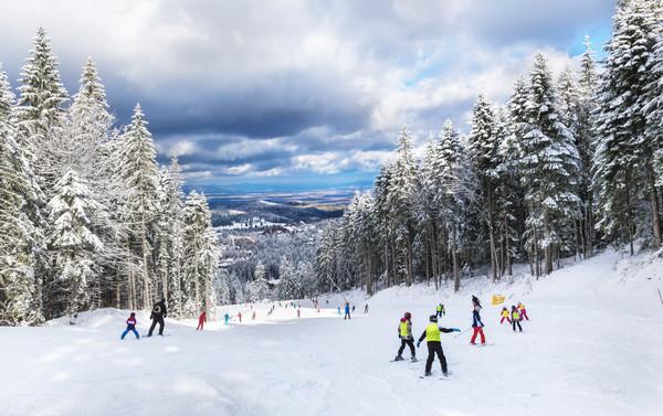长白山万达宜必思尚品酒店1晚+滑雪+水世界门票+接送机