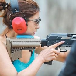泰国芭提雅 light bullet 专业靶场射击 多口径枪型 专车接送