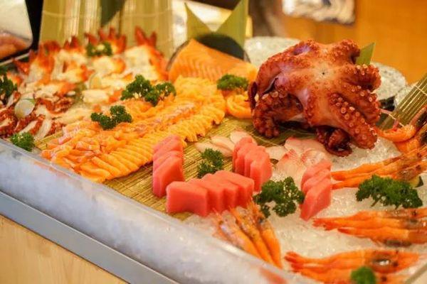 """26层高空""""小龙虾宴""""!上海龙之梦万丽酒店自助晚餐"""