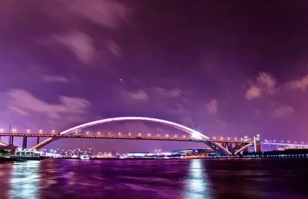 秘制小龙虾+烤生蚝无限任刷!上海绿地万豪酒店自助餐