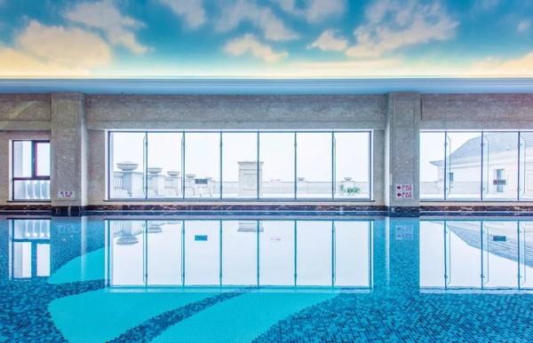 海宁钱塘江畔欧式城堡酒店,享泳池、图书馆等!海宁钱江君廷酒店1晚套餐