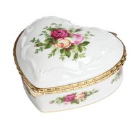Royal Albert 限量玫瑰瓷质音乐首饰盒