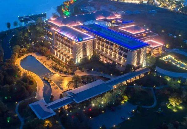 绝美湖景!苏州东太湖大酒店 别墅露台房2晚(含2大1小早餐)