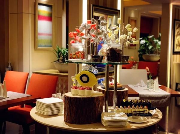 27层高空艺术意餐,澳洲M6级和牛汉堡!上海虹桥锦江大酒店半自助晚餐