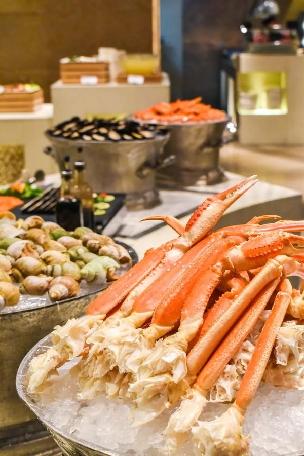 三国牛羊排畅吃,奢华享受海鲜自助餐!上海宏安瑞士大酒店牛排+海鲜双主题自助晚餐
