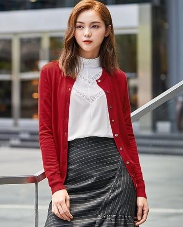 GIRDEAR 哥弟 女士纯色低圆领单排扣羊毛开衫A400145 卡其色M