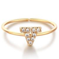 glam ever 你的专属系列  MR1401V 英文字母V锆石指环 (1.5cm、金色)