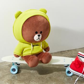 LINE FRIENDS 布朗熊 青柠绿帽衫玩偶卡通女生可爱萌毛绒玩具 (20cm)