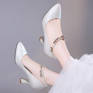 LAIKAJINDUN 莱卡金顿 时尚百搭尖头浅口吊坠粗跟一字扣带水钻女单鞋 6298 米色 34