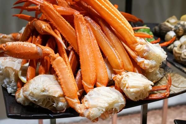 小龙虾畅吃+扎啤畅饮,海鲜刺身新西兰羊排刷到饱!南京玄武湖假日酒店小龙虾主题自助晚餐