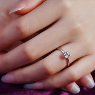 鸣钻国际 六爪皇冠 白18k金钻戒女 钻石戒指结婚求婚女戒 情侣对戒女款 9分 11号