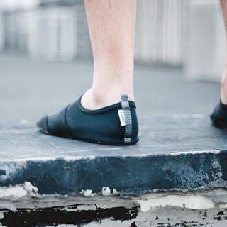 FITKICKS 休闲轻便健身男鞋 运动户外沙滩骑行弹力经典系列 黑 S码
