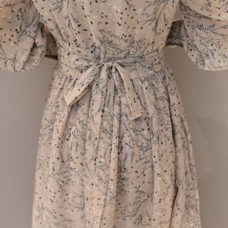 一塘晨春季新款女装收腰飘逸V领印花修身长袖泡泡袖长款连衣裙S81R0222LA127XL 杏色 XL