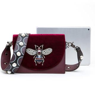 ELLE 她 女包斜跨包80915时尚气质丝绒翻盖蜜蜂包肩背包E28F1480915RD 红色
