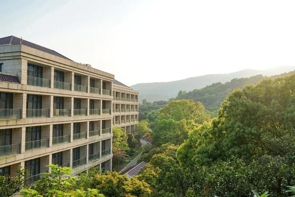 背山靠太湖,睡进风景里,承包全家自助早晚餐!苏州东山宾馆2晚度假