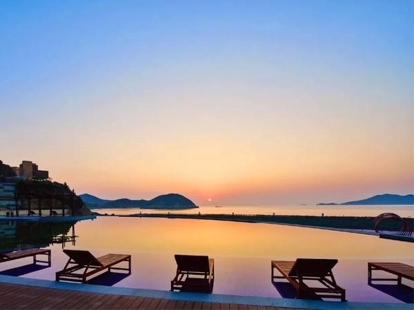 出门即16万㎡沙滩, 享无边泳池+乐园!宁波象山海景皇冠假日酒店1晚套餐