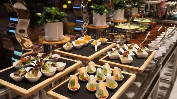 背靠4500㎡室内动物园!杭州龙湖皇冠假日酒店2晚套餐+2大1小早晚餐