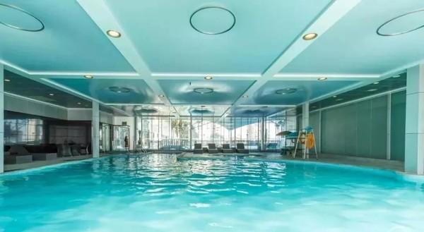 空中泳池戏水,享自助早晚餐!惠州凯宾斯基酒店 亲子家庭房1晚套餐