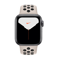 Apple 苹果 Watch Nike Series 5 智能手表 (44 mm、深空灰色铝金属表壳、沙丘色配黑色Nike 运动表带、GPS)