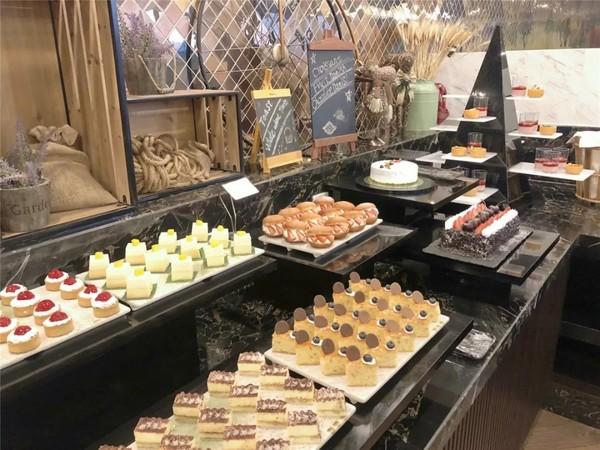 国庆可约!外滩C位景观餐厅,清蒸大闸蟹畅吃!上海大厦酒店大闸蟹主题自助晚餐