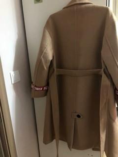很厚重的一款大衣,大码的,个子小的人穿比