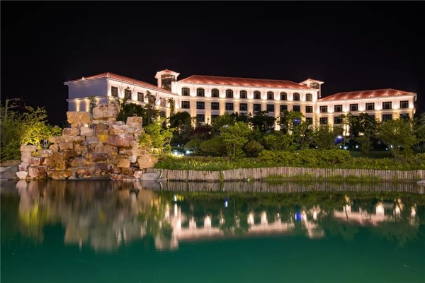 26座泡池+亲子乐园+背靠太湖+景点门票!苏州太湖诺富特温泉酒店1晚度假套餐