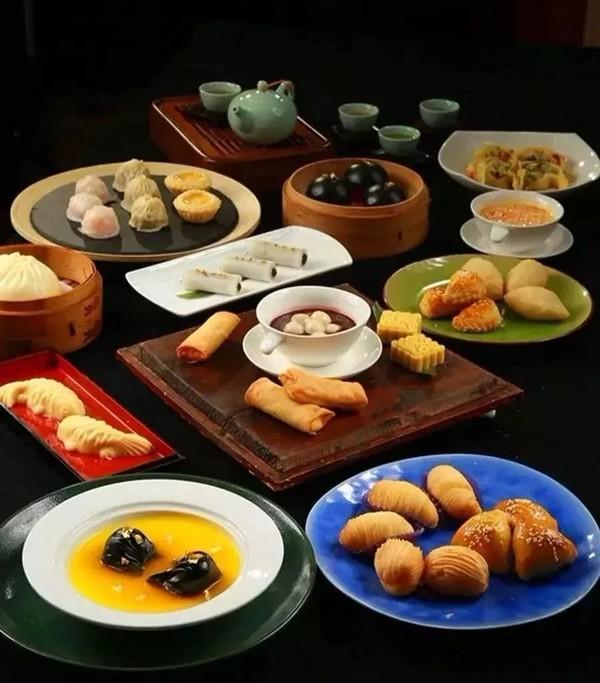 周末不涨价!无锡城中皇冠假日酒店1晚套餐(2大1小早餐+晚餐)
