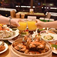 大闸蟹畅吃,龙虾意面、鲍鱼捞饭轮番刷!杭州龙湖皇冠假日酒店滟澜全日餐厅自助晚餐
