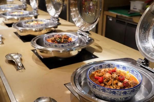 大闸蟹畅吃+巨型海鲜盘!上海虹口三至喜来登酒店大闸蟹自助晚餐