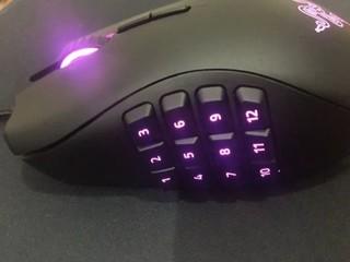 很漂亮的鼠标,非常专业。灯光也是很炫酷。