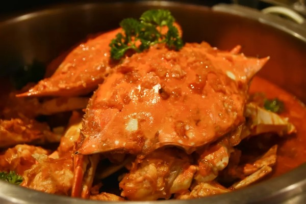 爆黄膏肥大闸蟹+鹅肝鱼子酱!上海宏安瑞士大酒店蟹宴主题自助晚餐