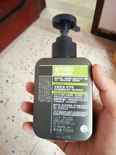保湿效果好,很温和的一款洁面乳。清洁肌肤