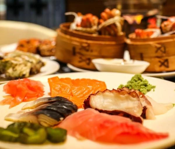 阳澄湖大闸蟹畅吃+20种花样蟹菜!上海金桥红枫万豪酒店小龙虾主题自助晚餐